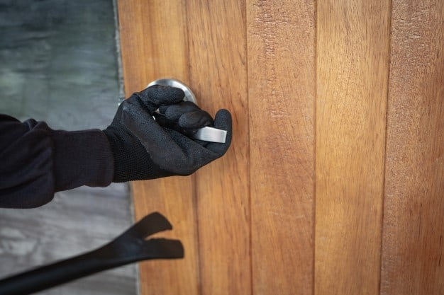 How Do Thieves Manage to Pick Locks—And Can You Prevent Them From Doing So?